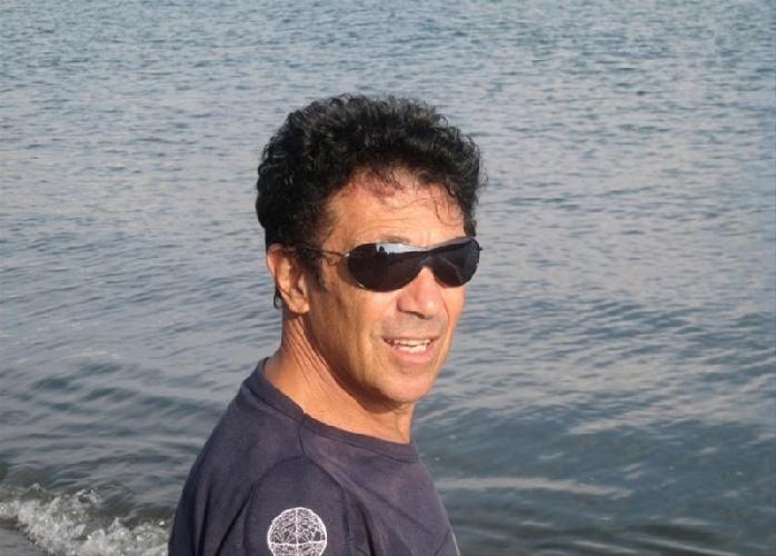 https://www.ragusanews.com//immagini_articoli/11-08-2014/edoardo-bennato-a-cena-a-modica-500.jpg