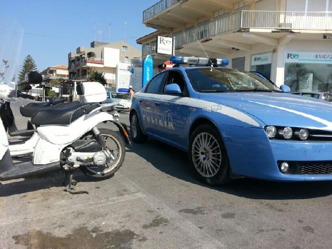 https://www.ragusanews.com//immagini_articoli/11-08-2014/poliziotti-a-piedi-a-marina-di-ragusa-500.jpg