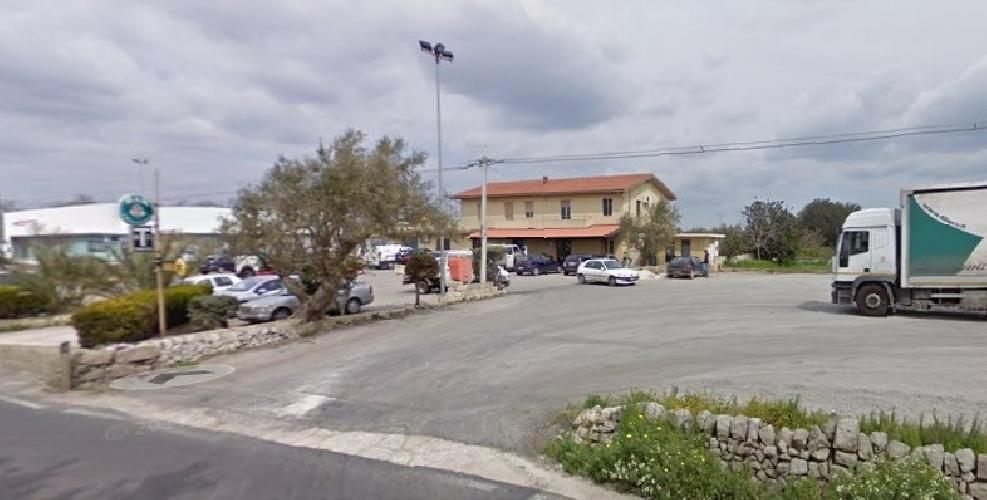 http://www.ragusanews.com//immagini_articoli/11-08-2014/scontro-a-tre-in-contrada-beneventano-a-modica-500.jpg