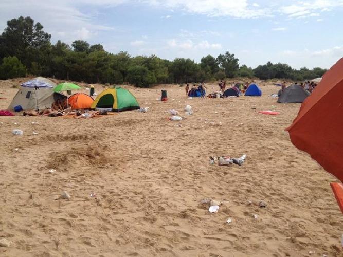 http://www.ragusanews.com//immagini_articoli/11-08-2015/accampamenti-abusivi-a-sampieri-nonostante-la-pioggia-500.jpg