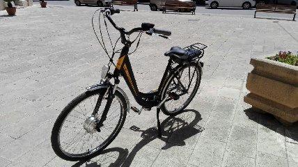 https://www.ragusanews.com//immagini_articoli/11-08-2018/1534019682-vendo-bici-elettriche-prezzo-scontato-1-240.jpg