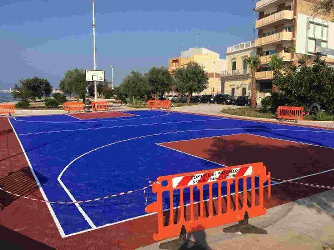 https://www.ragusanews.com//immagini_articoli/11-08-2018/pozzallo-raganzino-campo-basket-500.jpg