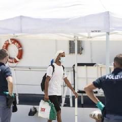 https://www.ragusanews.com//immagini_articoli/11-08-2020/a-pozzallo-oggi-64-migranti-positivi-240.jpg