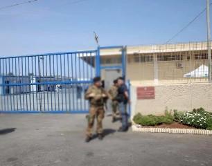 https://www.ragusanews.com//immagini_articoli/11-08-2020/hotspot-pozzallo-arriva-l-esercito-240.jpg