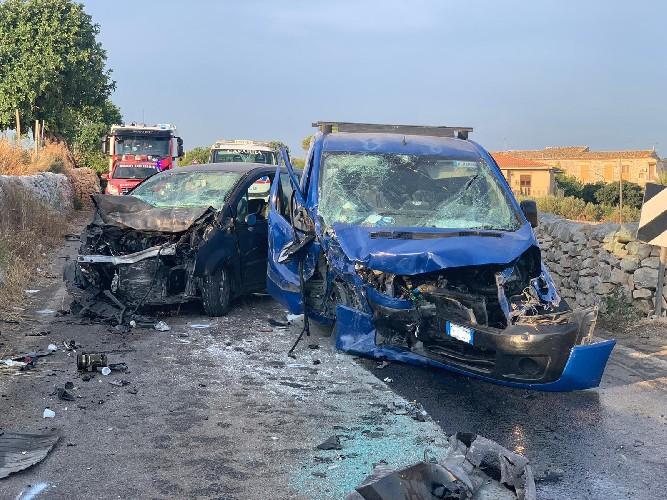https://www.ragusanews.com//immagini_articoli/11-08-2020/incidente-sulla-ragusa-santa-croce-due-feriti-500.jpg