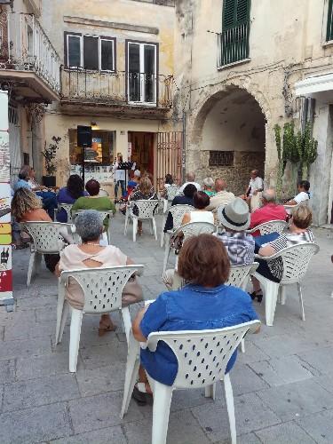 https://www.ragusanews.com//immagini_articoli/11-08-2020/lo-cuntu-di-li-cunti-al-quadrato-della-palma-500.jpg