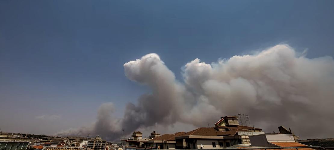https://www.ragusanews.com//immagini_articoli/11-08-2021/il-pauroso-incendio-a-calaforno-in-video-timelapse-500.jpg