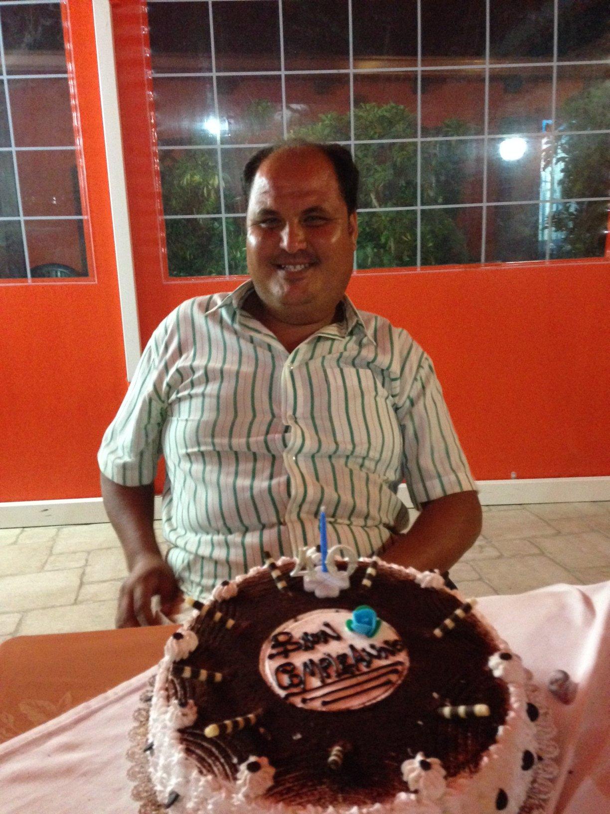 https://www.ragusanews.com//immagini_articoli/11-09-2014/1410421375-2-lo-spread-non-ferma-i-festeggiamenti-per-i-40-anni-di-marcello.jpg