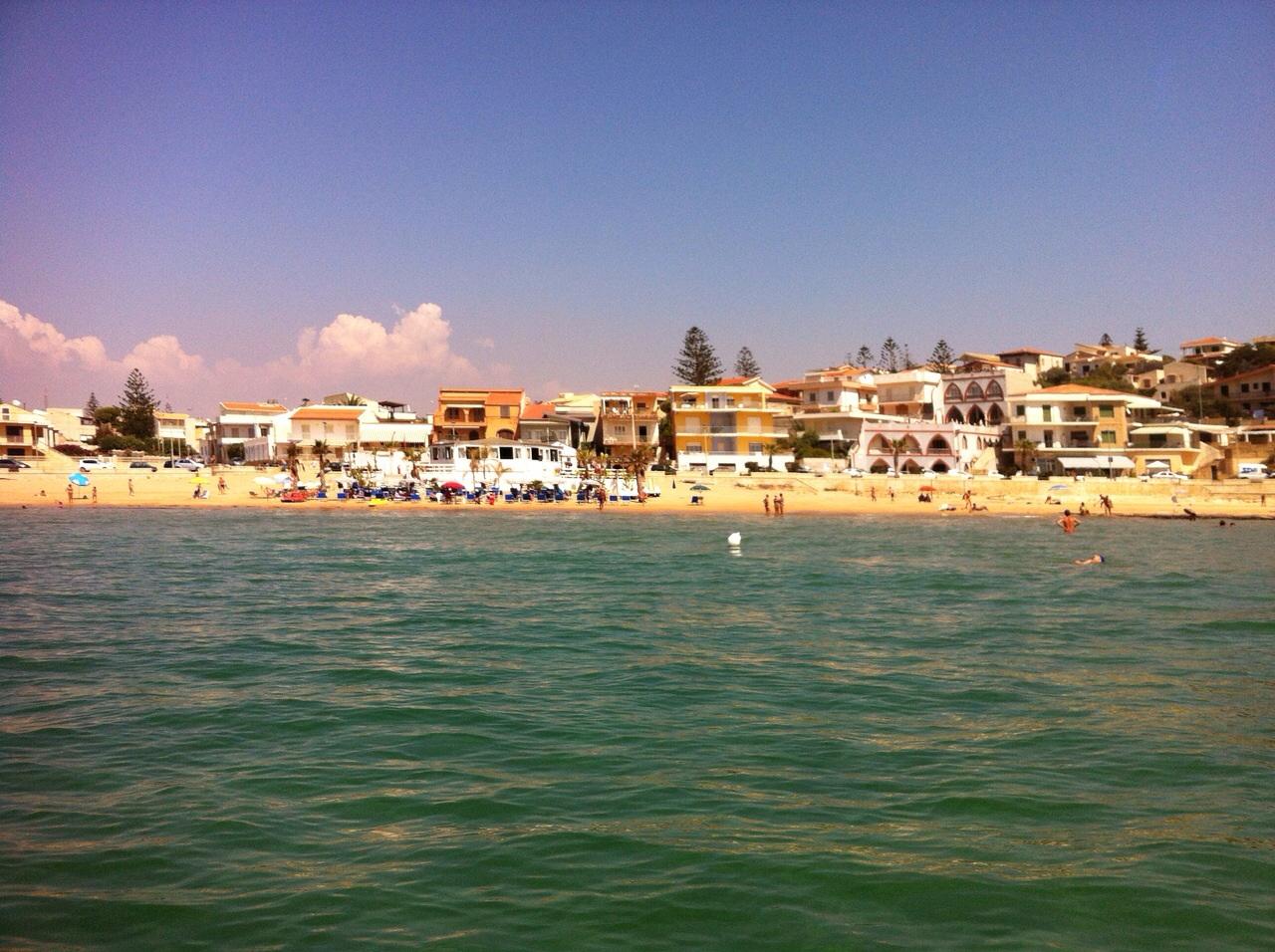 https://www.ragusanews.com//immagini_articoli/11-09-2014/1410447741-1-la-schiuma-delle-ore-13-nel-mare-di-cava-d-aliga.jpg