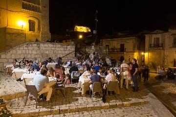 http://www.ragusanews.com//immagini_articoli/11-09-2017/incontri-gusto-ristorante-nonlos-240.jpg