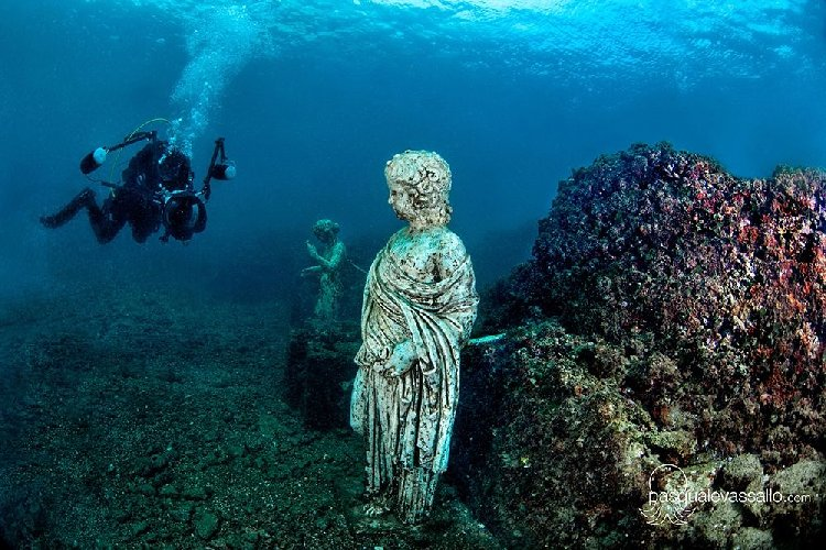 https://www.ragusanews.com//immagini_articoli/11-09-2018/archeologia-subacquea-convegno-giardini-500.jpg
