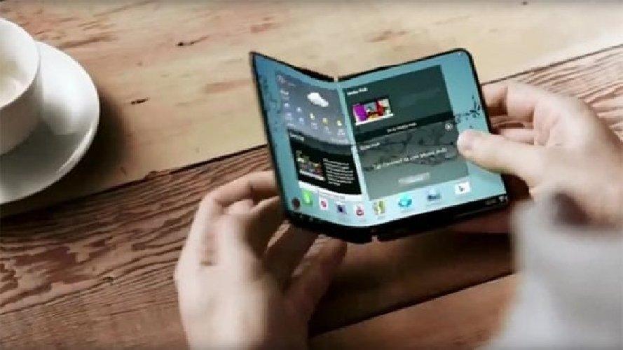 https://www.ragusanews.com//immagini_articoli/11-09-2018/arriva-smartphone-pieghevole-samsung-video-500.jpg