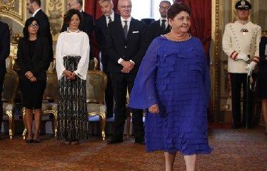 https://www.ragusanews.com//immagini_articoli/11-09-2019/teresa-bellanova-io-ministro-scoperchiavo-serre-a-scicli-foto-240.jpg