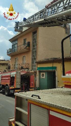 https://www.ragusanews.com//immagini_articoli/11-09-2021/1631377861-comiso-le-foto-della-palazzina-in-fiamme-4-500.jpg