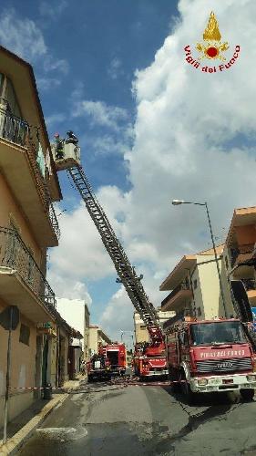 https://www.ragusanews.com//immagini_articoli/11-09-2021/1631377863-comiso-le-foto-della-palazzina-in-fiamme-5-500.jpg