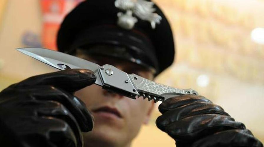 https://www.ragusanews.com//immagini_articoli/11-09-2021/in-giro-per-vittoria-e-chiaramonte-gulfi-con-mazze-e-coltelli-a-serramanico-500.jpg