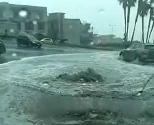 https://www.ragusanews.com//immagini_articoli/11-09-2021/piove-a-ispica-tombino-erutta-acqua-strada-allagata-video-500.jpg