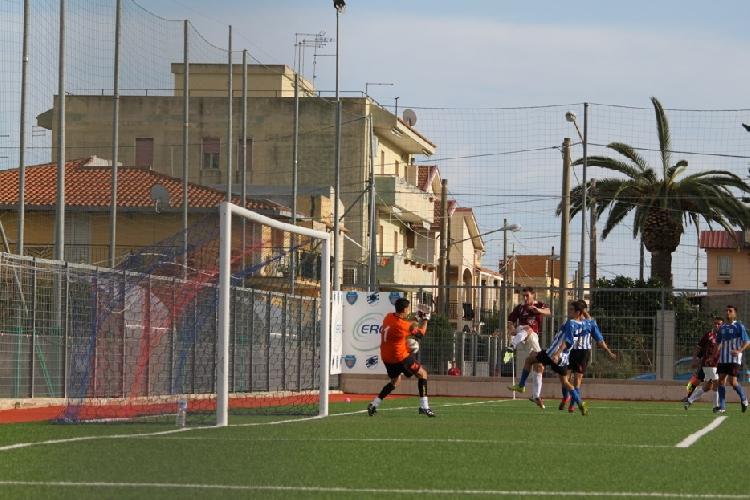https://www.ragusanews.com//immagini_articoli/11-10-2011/calcio-scicli-enzo-grasso-2-pari-500.jpg