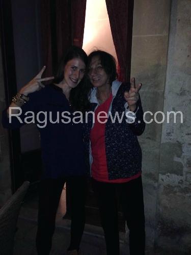 http://www.ragusanews.com//immagini_articoli/11-10-2014/gianna-nannini-a-spasso-a-modica-500.jpg