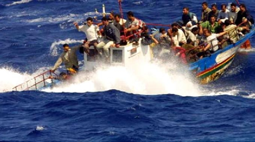 http://www.ragusanews.com//immagini_articoli/11-10-2014/migrante-disperso-fra-le-onde-500.jpg