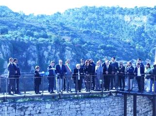 https://www.ragusanews.com//immagini_articoli/11-10-2017/1507721789-alberto-monaco-giorgio-castello-conti-1-240.jpg