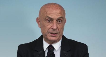 http://www.ragusanews.com//immagini_articoli/11-10-2017/pozzallo-ministro-sindaco-rafforzeremo-controlli-mare-240.jpg