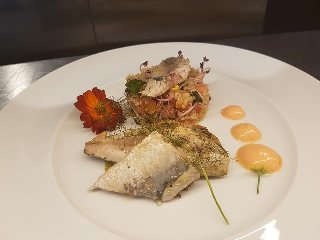 https://www.ragusanews.com//immagini_articoli/11-10-2018/1539248625-ristorante-nonloso-presenta-october-taste-strings-1-240.jpg