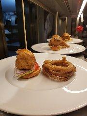 https://www.ragusanews.com//immagini_articoli/11-10-2018/1539248668-ristorante-nonloso-presenta-october-taste-strings-1-240.jpg