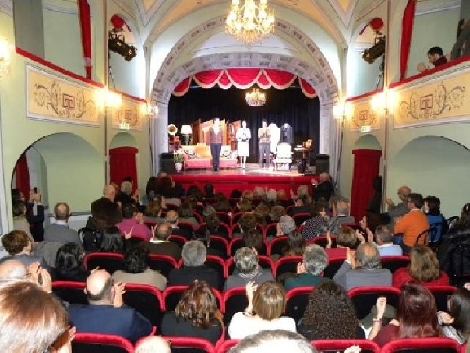 https://www.ragusanews.com//immagini_articoli/11-10-2018/ragusa-teatro-festa-500.jpg