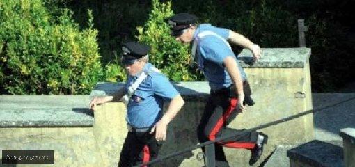 https://www.ragusanews.com//immagini_articoli/11-10-2019/scappa-al-controllo-ed-aggredisce-i-carabinieri-arrestato-240.jpg