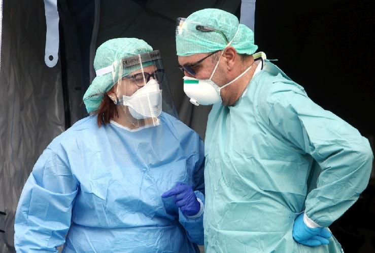 https://www.ragusanews.com//immagini_articoli/11-10-2021/covid-muore-modicano-non-vaccinato-500.jpg