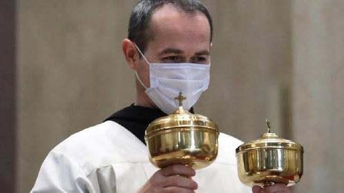 https://www.ragusanews.com//immagini_articoli/11-10-2021/il-vescovo-di-ragusa-ai-preti-dovete-avere-il-green-pass-280.jpg