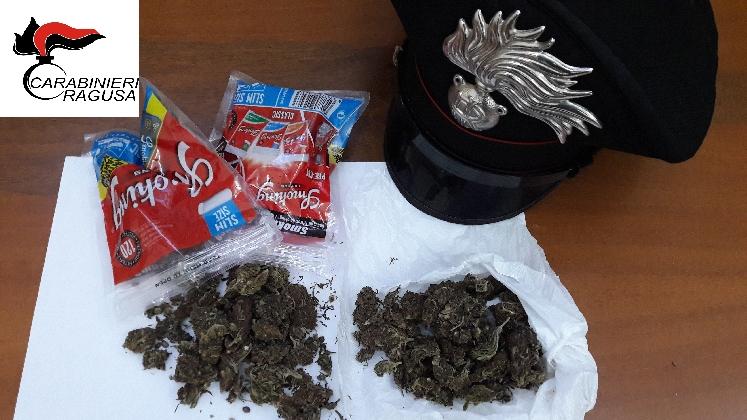 http://www.ragusanews.com//immagini_articoli/11-11-2016/la-droga-nel-cassetto-arrestato-ragusano-di-36-anni-420.jpg