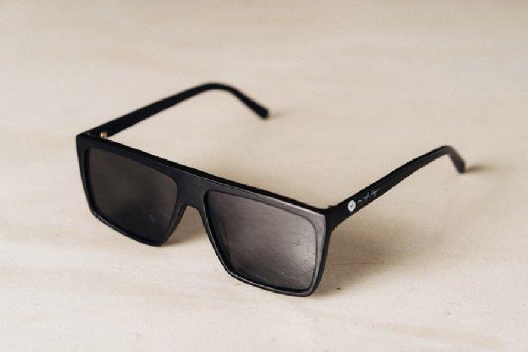 https://www.ragusanews.com//immagini_articoli/11-11-2018/glasses-occhiali-oscurano-pubblicita-500.jpg