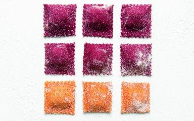 https://www.ragusanews.com//immagini_articoli/11-11-2018/ravioli-sono-pantone-primo-libro-ricette-colorate-240.jpg