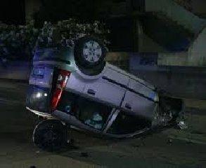 https://www.ragusanews.com//immagini_articoli/11-11-2018/tunisino-cappotta-auto-lungo-discesa-sorda-240.jpg