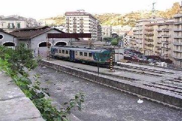 https://www.ragusanews.com//immagini_articoli/11-11-2019/12-novembre-non-ci-sono-treni-fra-modica-e-siracusa-240.jpg