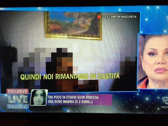 https://www.ragusanews.com//immagini_articoli/11-11-2019/1573507423-suore-incinte-in-sicilia-le-telecamere-nascoste-di-barbara-d-urso-foto-1-500.jpg