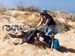 https://www.ragusanews.com//immagini_articoli/11-11-2019/a-macconi-le-dune-di-pastica-240.jpg
