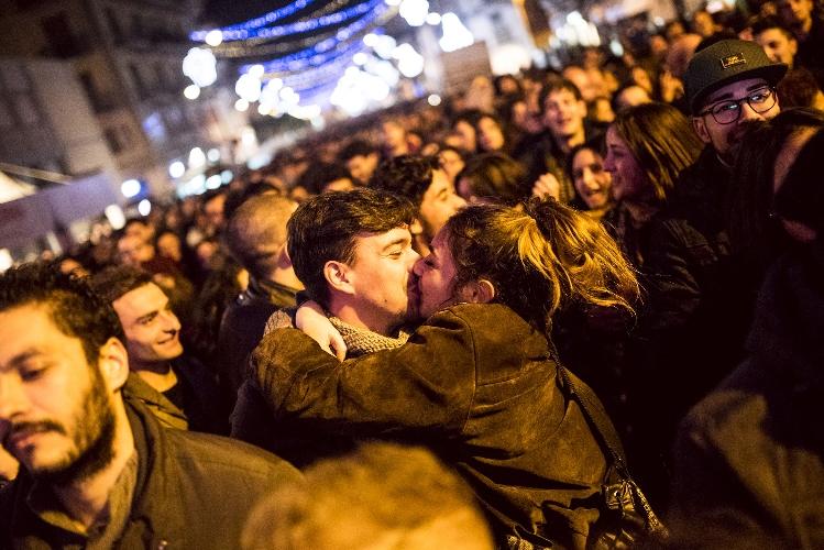 http://www.ragusanews.com//immagini_articoli/11-12-2015/chocomodica-un-bacio-ci-salvera-500.jpg