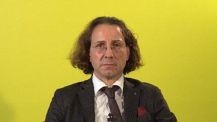 http://www.ragusanews.com//immagini_articoli/11-12-2017/adriano-panzironi-vivi-anni-compri-libro-pillole-video-240.jpg