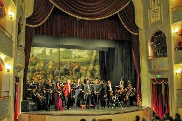 http://www.ragusanews.com//immagini_articoli/11-12-2017/modica-chiusa-stagione-musicale-teatro-garibaldi-240.jpg