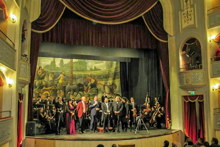https://www.ragusanews.com//immagini_articoli/11-12-2017/modica-chiusa-stagione-musicale-teatro-garibaldi-500.jpg