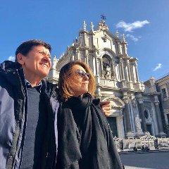 https://www.ragusanews.com//immagini_articoli/11-12-2018/gianni-morandi-festeggia-anni-catania-etna-240.jpg