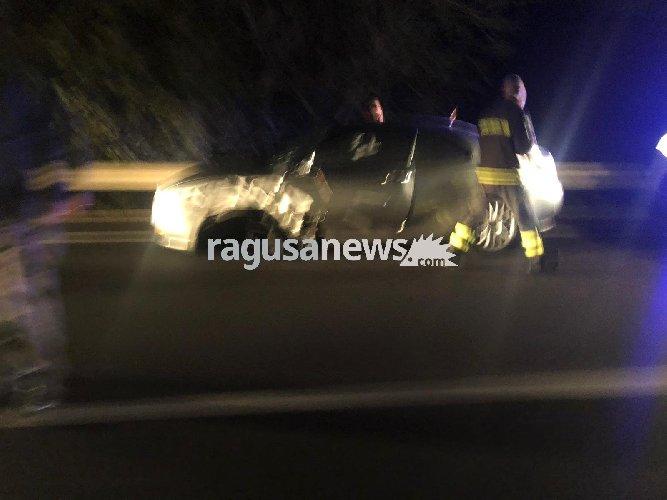 https://www.ragusanews.com//immagini_articoli/11-12-2018/grave-incidente-ragusa-modica-auto-furgone-500.jpg