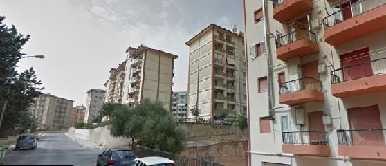 https://www.ragusanews.com//immagini_articoli/11-12-2018/palazzina-solunto-crolla-famiglie-tornano-casa-240.png