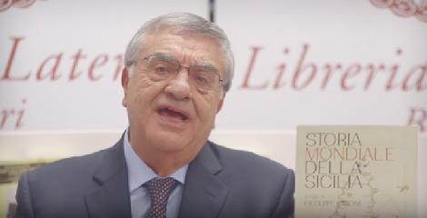 https://www.ragusanews.com//immagini_articoli/11-12-2018/prof-uccio-barone-presenta-storia-mondiale-sicilia-video-240.png