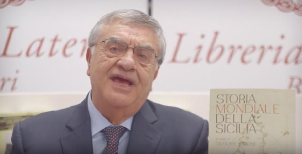 https://www.ragusanews.com//immagini_articoli/11-12-2018/prof-uccio-barone-presenta-storia-mondiale-sicilia-video-500.png