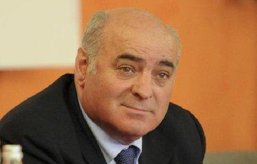 https://www.ragusanews.com//immagini_articoli/11-12-2018/scoppio-davanti-casa-deputato-pippo-gennuso-intimidazione-240.jpg