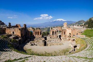 https://www.ragusanews.com//immagini_articoli/11-12-2018/turismo-culturale-parla-dicembre-taormina-240.jpg